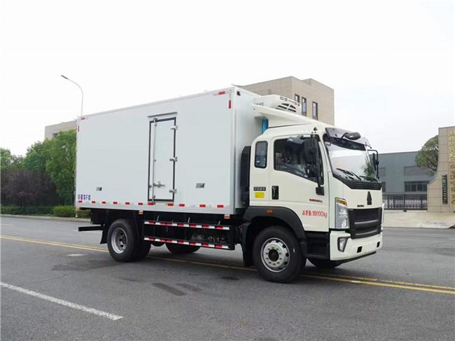 重汽豪沃5.6米冷藏车