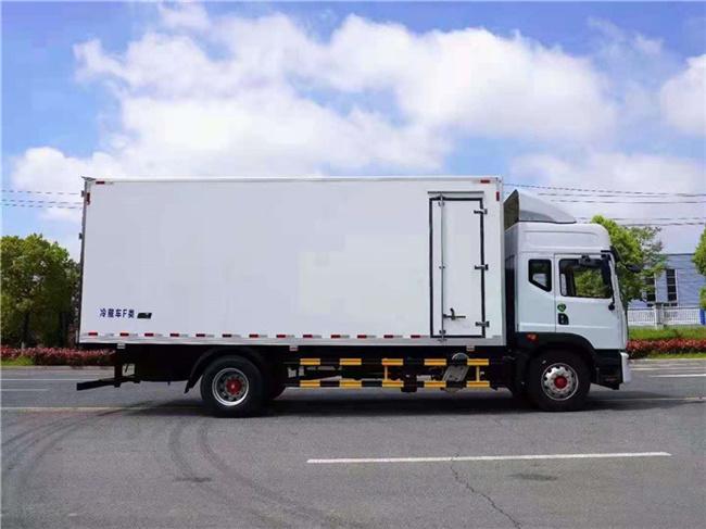 东风多利卡6.8米冷藏车