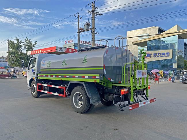 国六东风9吨洒水车