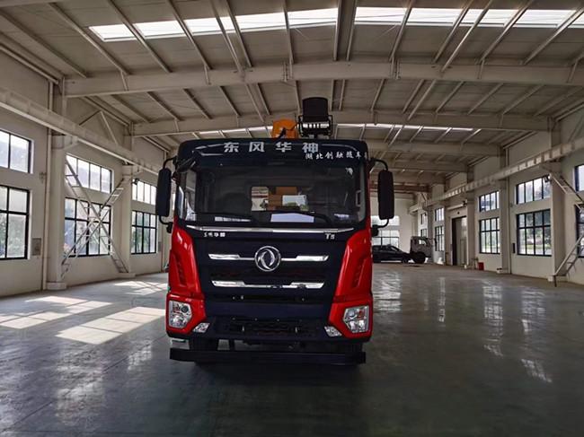 国六东风12吨徐工随车吊