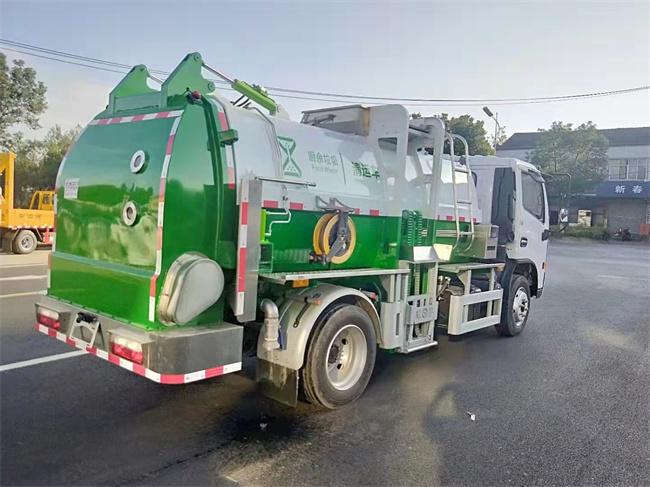多利卡8吨餐厨垃圾车